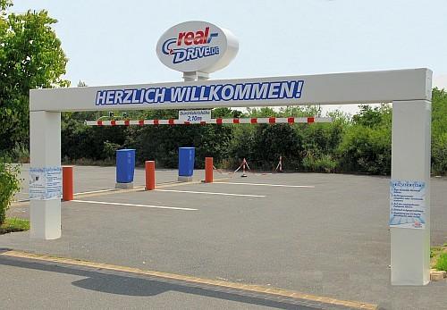 Zufahrtsportal REAL Drive-In, Isernhagen